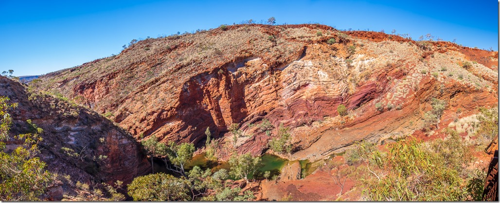 At the rim of Hamersley Gorge, looking at the wavy layers of rock